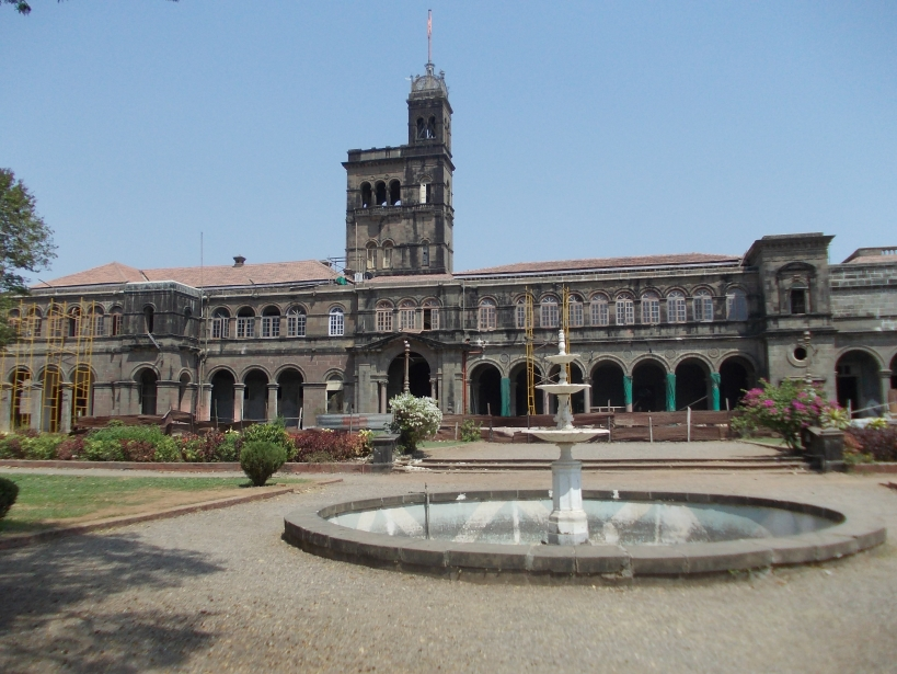 University_of_Pune_Main_Building_by_NishantAChavan3